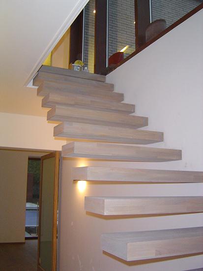 zwevende trap wit