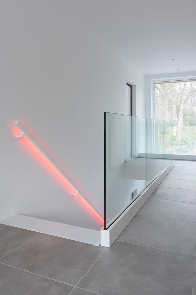 zwevende trap metaal led